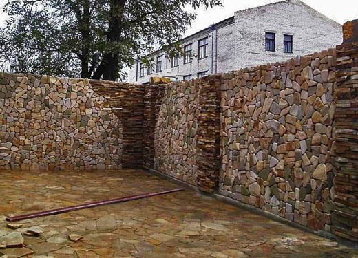 Сегодня ограда это не просто средство ограждения территории, но и часть общего ландшафтного дизайна.